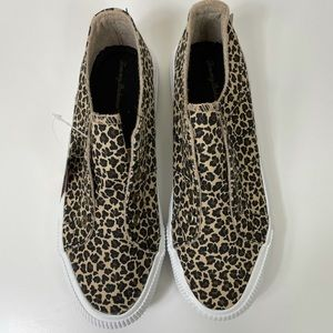 Tommy Bahamas Leopard Print Stringless Sneakers
